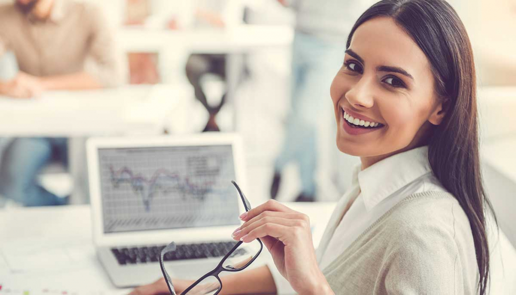 VLV-Basic guide to achieve the job of your dreams-Happy woman in her dream job