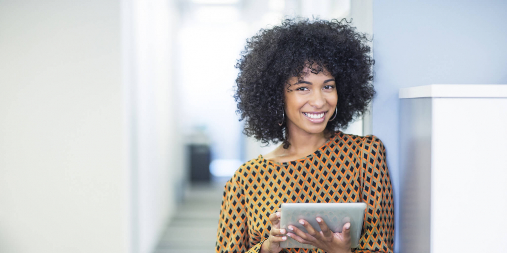 VLV-Discover how to improve work performance and achieve success-Happy boss woman at work