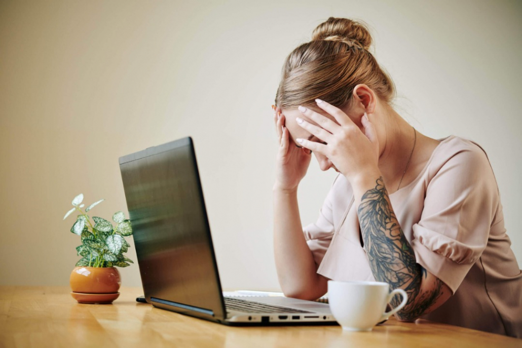 VLV-How to know if you are dealing with burnout-woman with burnout