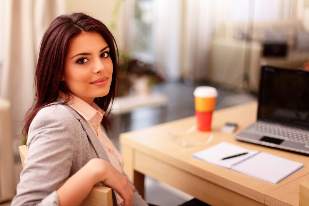 VLV-Know the importance of breaks and avoid working without rest-Woman taking a short break at work