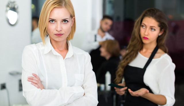 VLV-Clients-Discover-how-to-create-good-relationships-with-your-clients-Woman-dealing-with-a-client