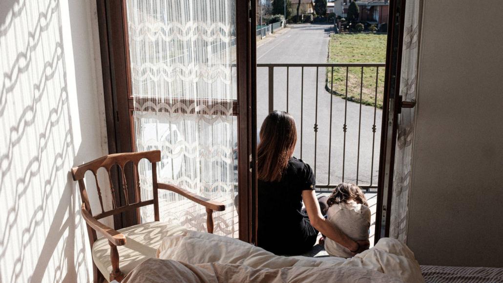 VLV-Confinement Fight against the negative effects of confinement-Woman affected by the confinement