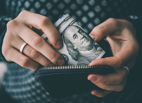 VLV-Discover how your mindset affects your finances-Woman with money