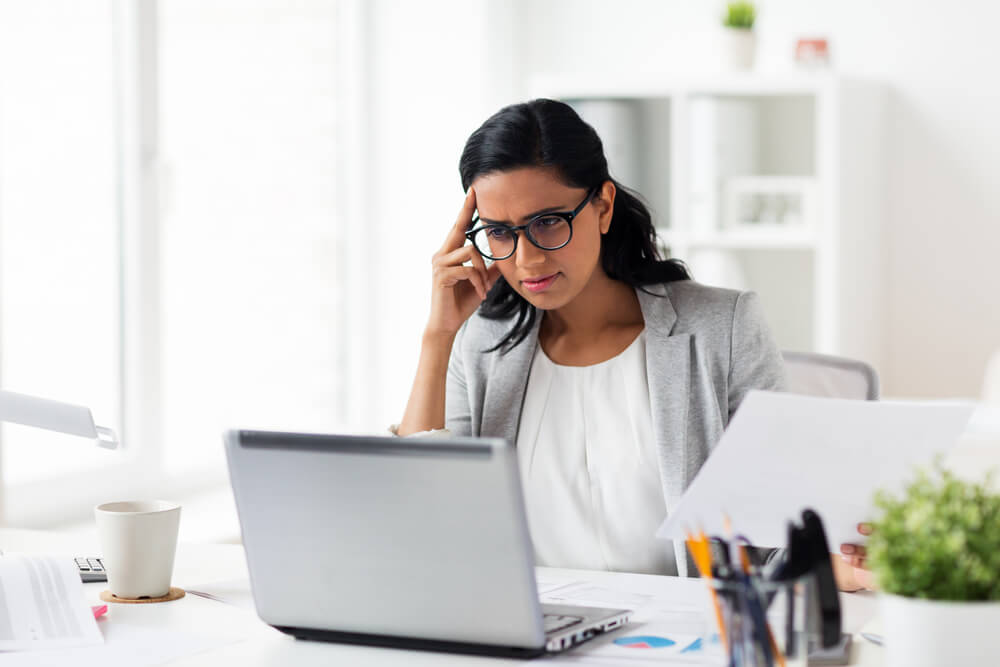 VLV-Family and business What should I do if my family does not support me with my business-Woman having problems in business