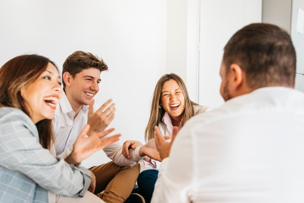 VLV-Laugh Benefits that laughter brings to humor and emotional state-Coworkers laughing