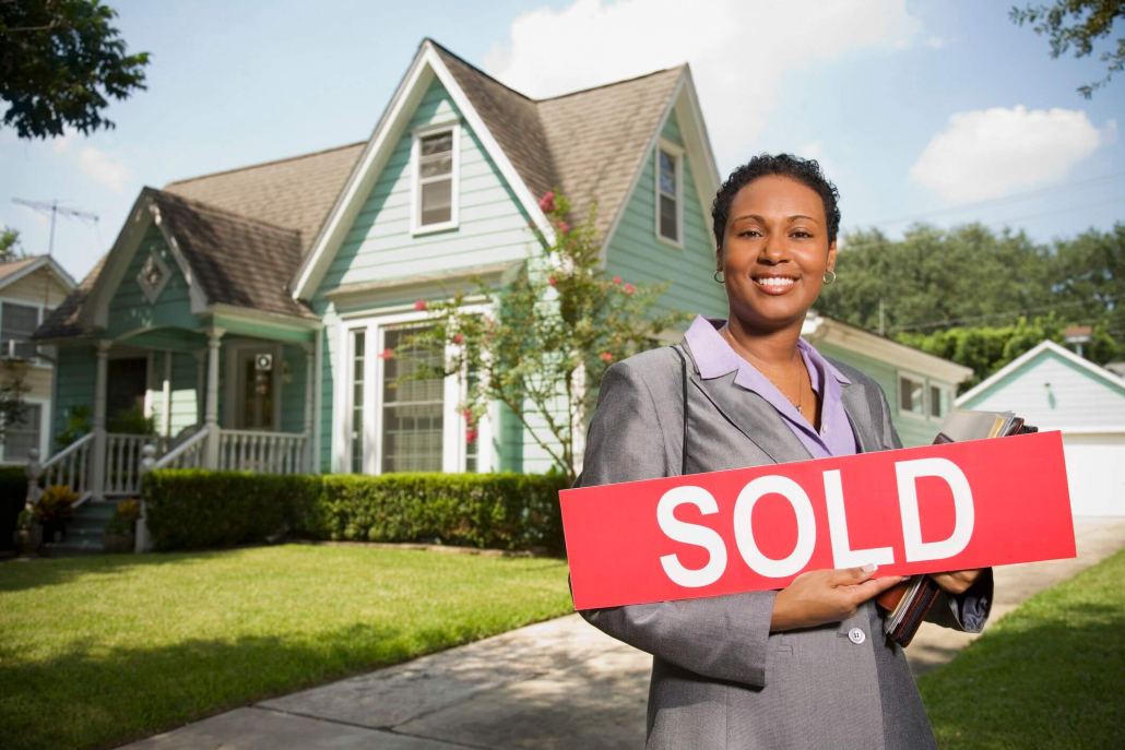 VLV-Advantages and disadvantages of investing in real estate-Woman buying a new house